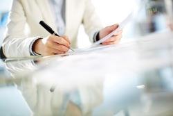 signing a sole mandate